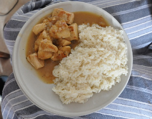 Chicken with white sauce and rice